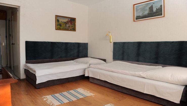 Gólyatábor - Balatonkenese Ifjúsági Hotel - Szállás