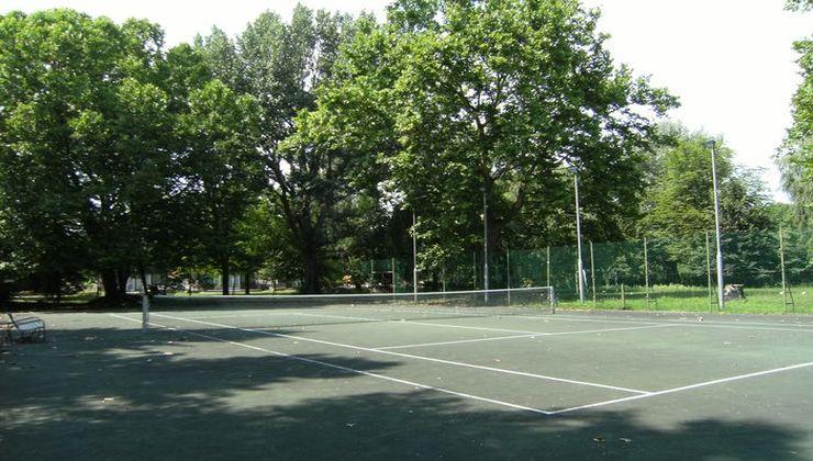 Gólyatábor - Balatonkenese Ifjúsági Hotel - Teniszpálya