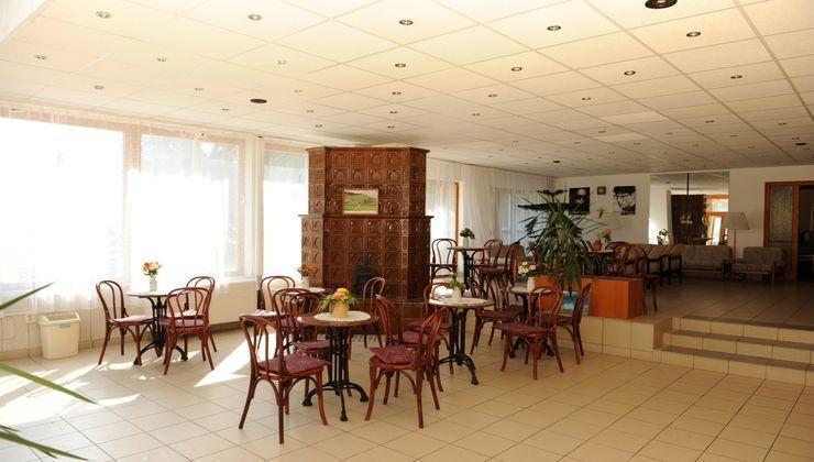 Gólyatábor - Balatonkenese Ifjúsági Hotel - aula 2