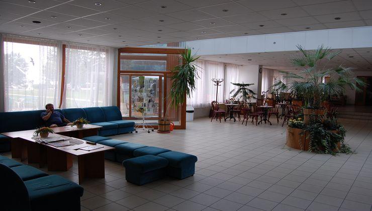 Gólyatábor - Balatonkenese Ifjúsági Hotel - aula