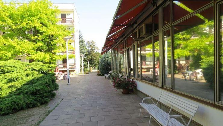 Gólyatábor - Balatonszárszó Ifjúsági Hotel és Tábor - ebédlő