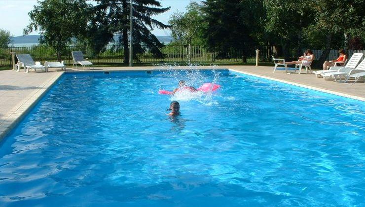 Gólyatábor - Balatonszárszó Ifjúsági Hotel és Tábor - medence 2