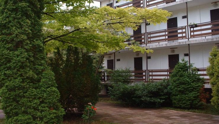 Gólyatábor - Balatonszárszó Ifjúsági Hotel és Tábor - udvar rész 2