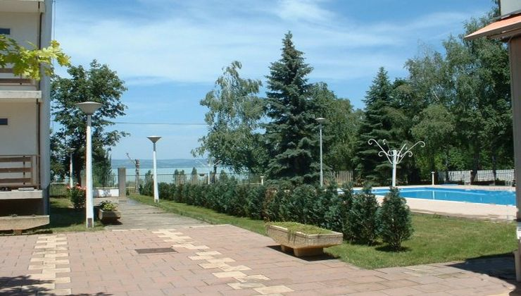 Gólyatábor - Balatonszárszó Ifjúsági Hotel és Tábor - udvar rész 4