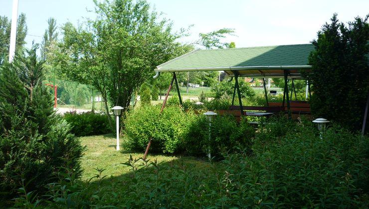 Gólyatábor - Siófok Ifjúsági Hotel - Tábor - kert