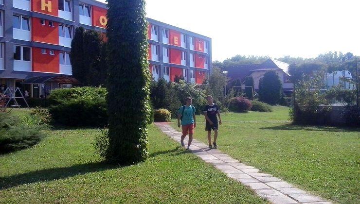 Gólyatábor - Siófok Ifjúsági Hotel - Tábor - udvar