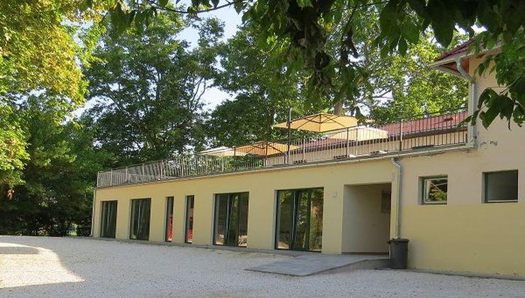 Gólyatábor helyszínek - Balatonszemes P. Ifjúsági Tábor - főépület terasz