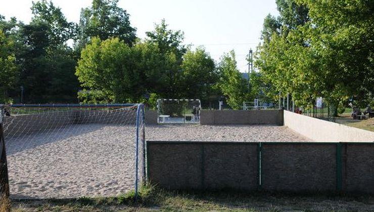 Gólyatábor helyszínek - Balatonszemes P. Ifjúsági Tábor - homokos pálya