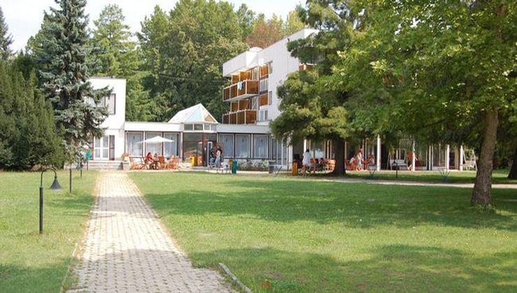 Gólyatábor - Balatonkenese Ifjúsági Hotel és Tábor