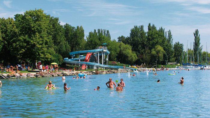Gólyatábor, Balatonfüred Ifjúsági Hotel. strand