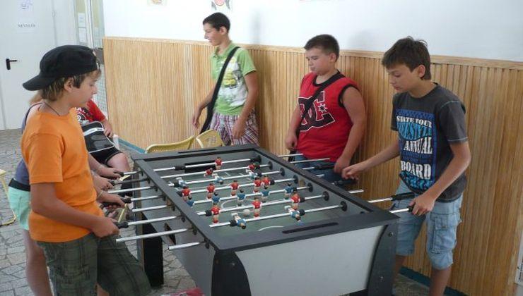 Gólyatábor - Fonyód Ifjúsági Tábor - csocsó