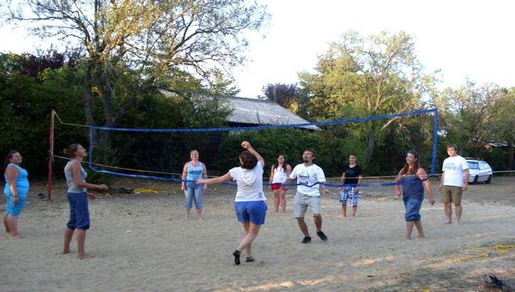 Gólyatábor - Balatonakali Ifjúsági Tábor - Strandröplabdapálya